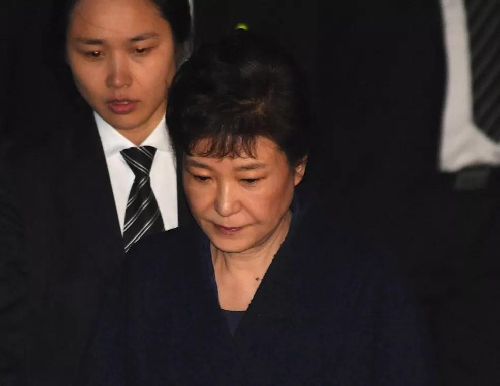 Park Geun-hye deixa audiência em que sua detenção foi autorizada (Foto: Reuters/Song Kyung-seok)