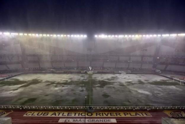 Chuva Monumental brasil x Argentina (Foto: EFE)
