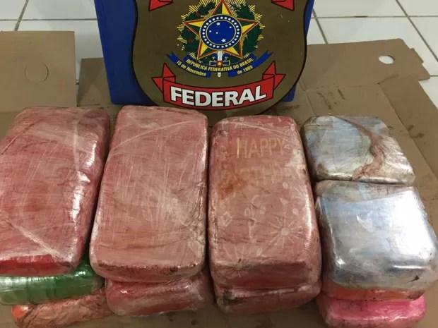 Polícia encontrou droga escondida no painel do veículo (Foto: Reprodução/TVCA)