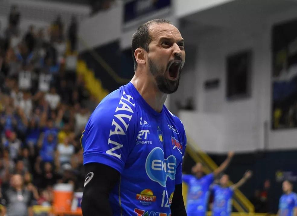 Lipe levou cartão amarelo no 1º set e levantou torcida com a vibração de sempre nos pontos — Foto: Renato Antunes/ Maxx Sports Brasil