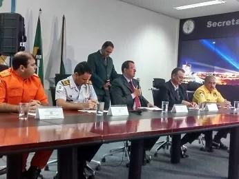 Chefes das forças de segurança durante coletiva nesta terça (Foto: Isabella Calzolari/G1)