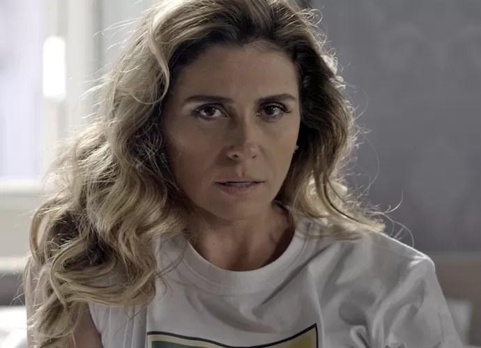 Atena fica irritada com beijo de Romero em Tóia (Foto: TV Globo)