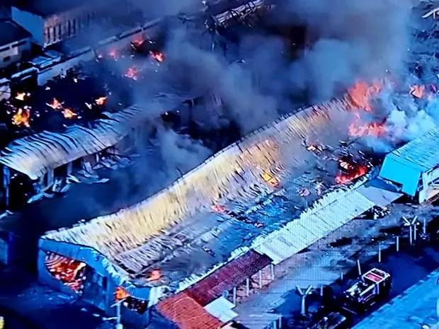 Vista aérea de depósito de Taguatinga que pegou fogo  (Foto: TV Globo/Reprodução)