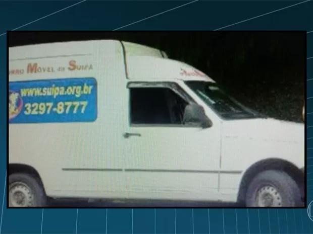 Assaltantes roubam carro da Suípa com 600kg de ração no Rio (Foto: Reprodução/TV Globo)