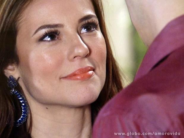 Paloma diz que ama Félix e é super carinhosa (Foto: Amor à Vida/TV Globo)