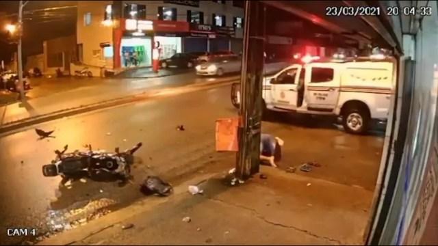 Após perseguição policial, motociclista colide com poste em São Luís — Foto: Divulgação
