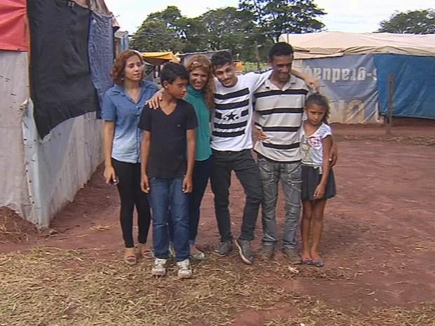 Família apoia bailarino que vai para o Canadá (Foto: Reprodução/TV TEM)