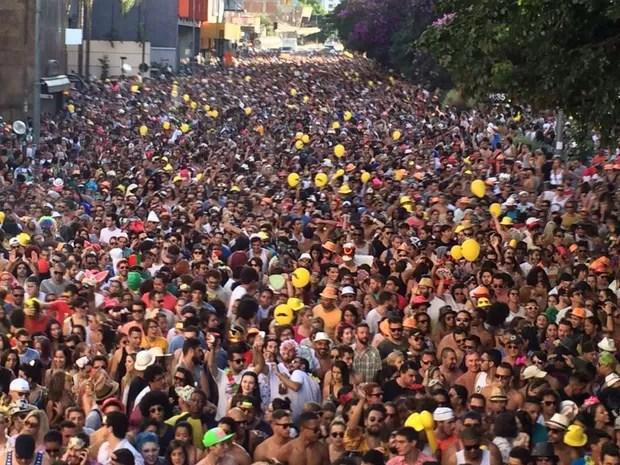Multidão segue trio do bloco Acadêmicos do Baixo Augusta, na Rua da Consolação (Foto: Glauco Araújo/G1)