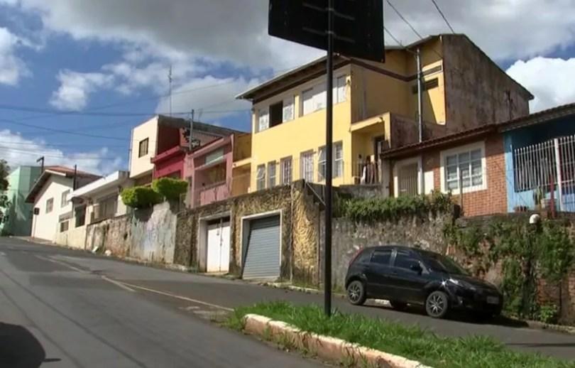 Casa dos pais de Emanuelly foi periciada pela Polícia Civil (Foto: Reprodução/TV TEM)
