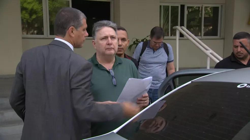 Garotinho na Cidade da Polícia, para onde foi levado — Foto: Reprodução/TV Globo