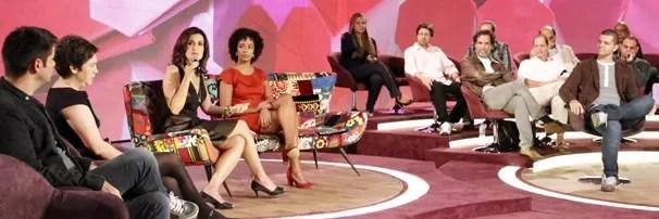 Equipe de produção de Encontro com Fátima Bernardes se reúne com a apresentadora para falar do programa (Foto: Nathalia Fernandes/TV Globo)