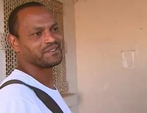 Atacante Tuta, na chegada à cadeia de Casa Branca (Foto: Reprodução EPTV)