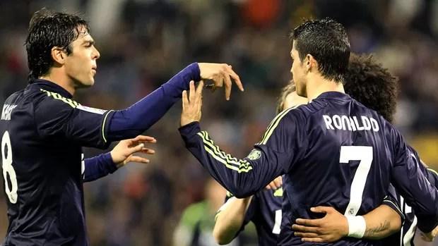 Kaká Cristiano Ronaldo jogo Real Madrid Zaragoza (Foto: EFE)