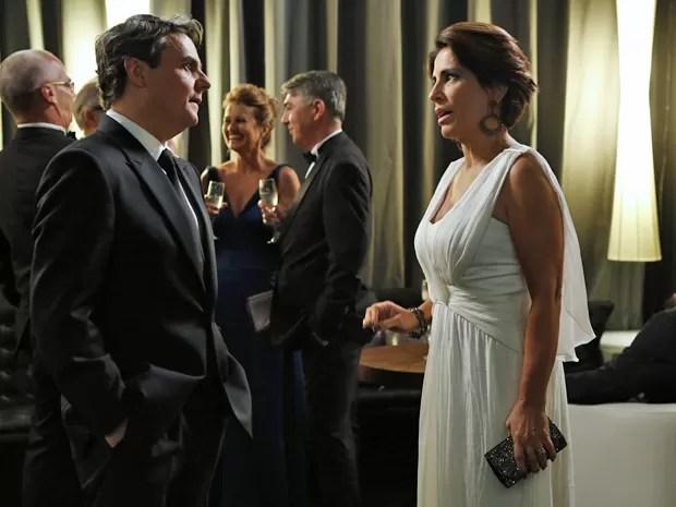 Evandro não tolera as cobranças da ex-mulher e dá um fora (Foto: Ellen Soares / Gshow)