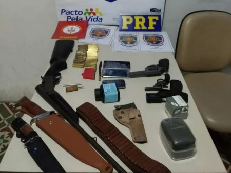 Material apreendido durante operação em Garanhuns (Foto: Polícia Militar/Divulgação)
