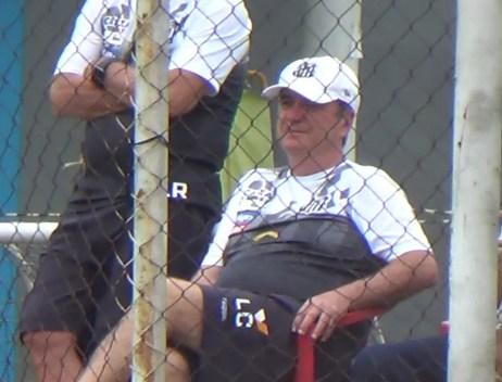Levir assiste ao time sub-17 do Santos (Foto: Gabriel dos Santos)