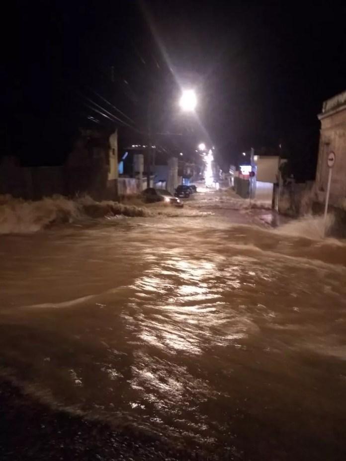 Chuva causou estragos em Itápolis — Foto: Arquivo pessoal