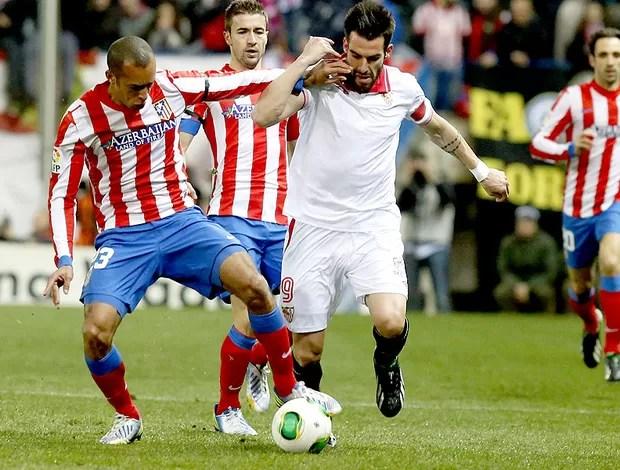 Miranda no jogo do Atlético de Madri contra o Sevilla (Foto: EFE)