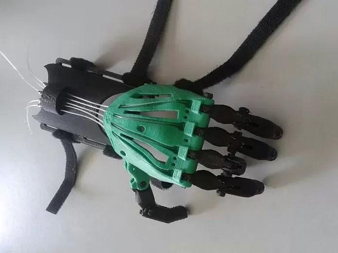 Feita de termoplástico ABS, prótese conta com partes de elástico, espuma e até linha de pesca (Foto: Arquivo Pessoal/Marcelo Botelho)
