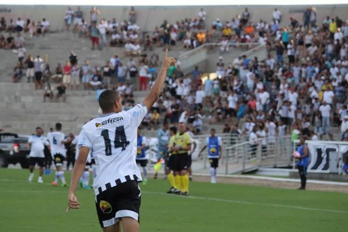 Autor do gol de empate no Clássico Tradição, o zagueiro Lula deve seguir na equipe titular do Botafogo-PB contra a Desportiva Guarabira (Foto: Nádya Araújo/Botafogo-PB)