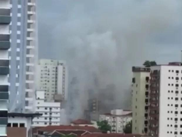 Fumaça pode ser avistada de outros bairros em Santos (Foto: João Leal / Arquivo Pessoal)