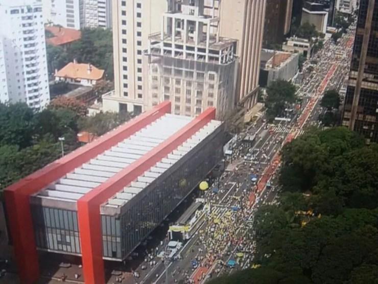 Protesto pela manutenção da Operação Lava Jato reúne manifestantes em frente ao Masp, na Avenida Paulista  (Foto: Reprodução/TV Globo)