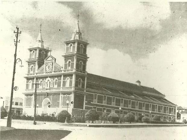 Igreja Matriz Nossa Senhora D'Ajuda em 1956 (Foto: Arquivo Secretaria de Cultura de Três Pontas)