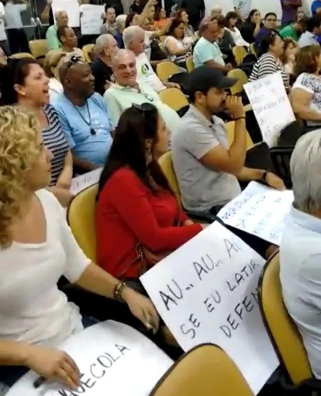 Manifestantes lotaram o plenário da Câmara em protesto contra a criação das secretarias em Jaú (Foto: Fernando Caseiro/ Arquivo pessoal )