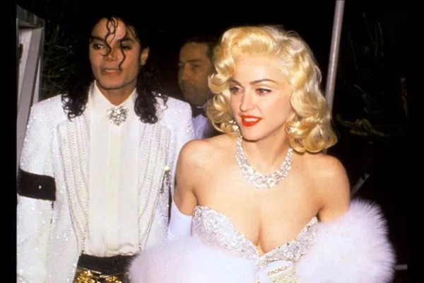 Michael Jackson passou a ter medo de mulheres após flagrar Madonna nua em sua cama, revela ex-ator que se diz pai biológico dos filhos do astro - Monet   Música
