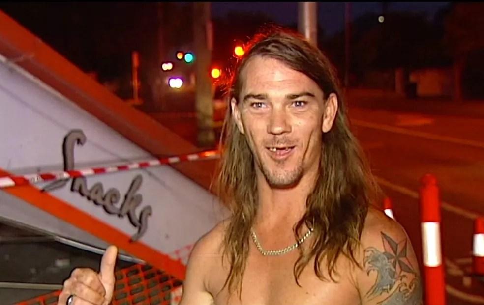 Apenas de cueca, Daniel McConnell ajudou a polícia australiana a prender motorista fugitivo (Foto: Australian Broadcasting Corporation/AP)