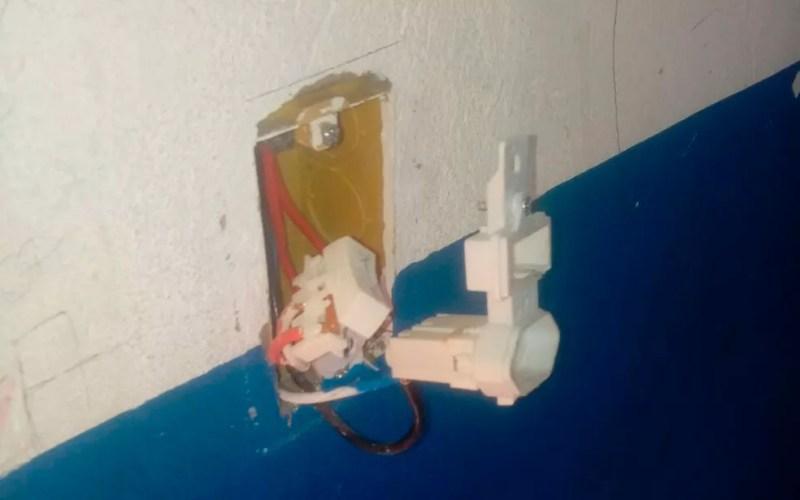 Parte elétrica também foi danificada (Foto: ASCOM/Prefeitura Municipal de São Gonçalo dos campos)