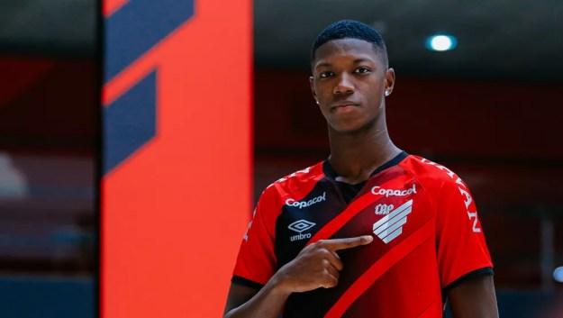 Contrato de Matheus Babi com o Athletico vai até abril de 2025 — Foto: Athletico