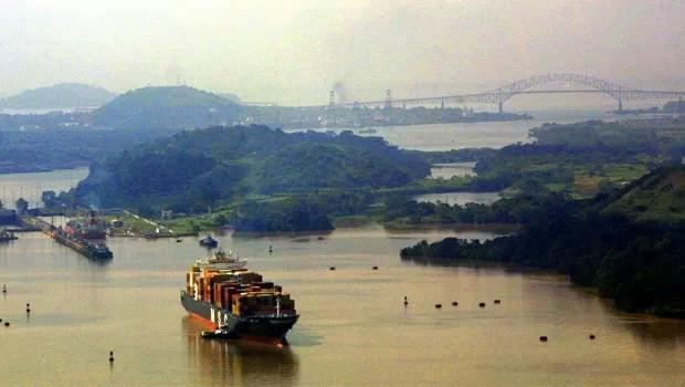 Vista geral do Lago Miraflores, no Canal do Panamá, em agosto de 2004 (Foto: AFP)