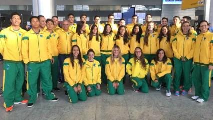 Delegação brasileira em mundial escolar de natação na Hungria (Foto: Divulgação/SEEL)