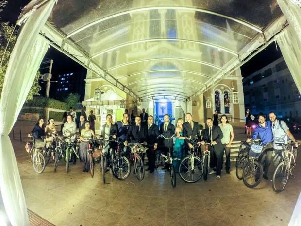 Noivos inovam e vão para o casamento de bicicleta em Aracaju (Foto: Thiago Souza Santos / Arquivo Pessoal)