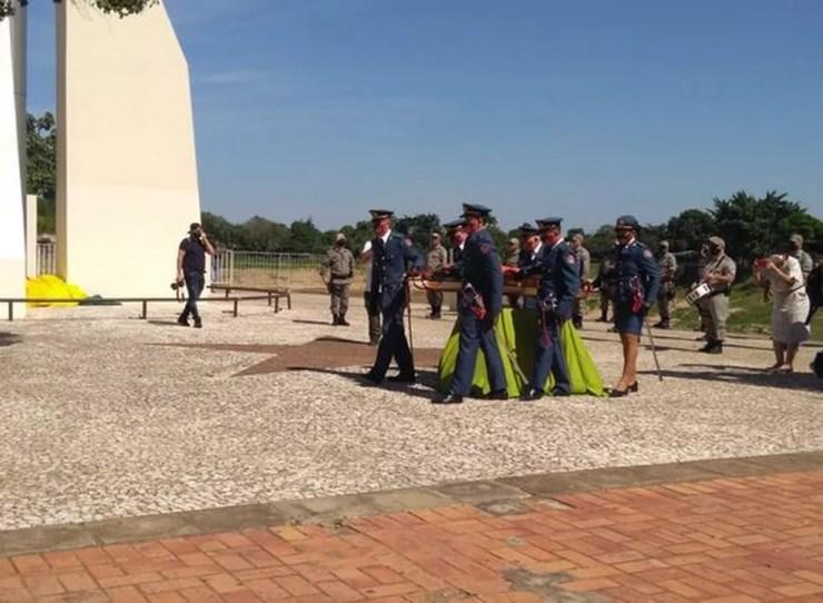 Solenidade de troca da bandeira foi feita na Gameleira, em Rio Branco — Foto: Alcinete Gadelha/G1