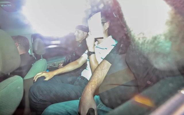 Engenheiro Makoto Namba é conduzido pela Polícia Civil de SP durante operação nesta terça (29) — Foto: Werther Santana/Estadão Conteúdo