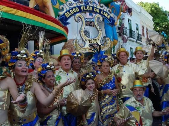 Bloco Flor da Lira de Olinda leva poesia ao último dia de carnaval (Foto: Katherine Coutinho/G1)