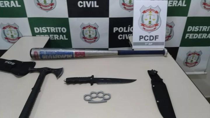 Professor é preso com faca, machado e soco-inglês no DF — Foto: PCDF/Divulgação