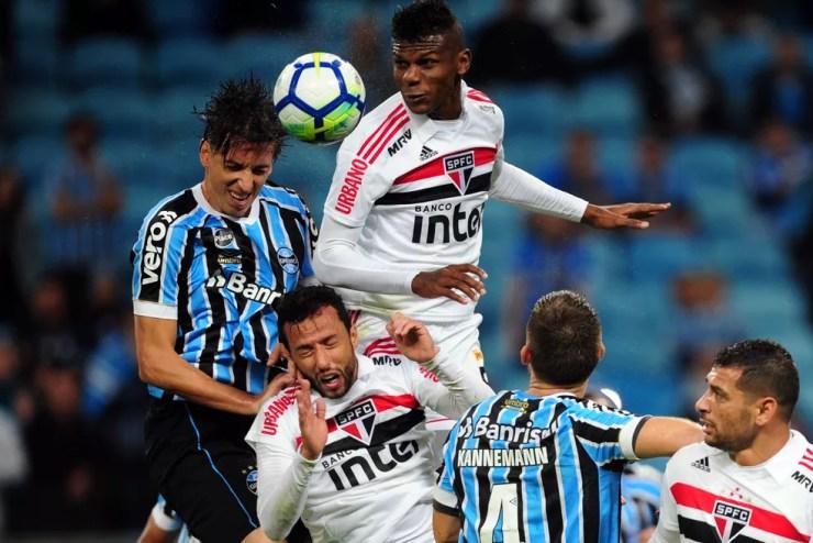 Perder para o Grêmio em Porto Alegre é normal, mas o São Paulo de Nenê precisa abrir o olho (Foto: Wesley Santos/Agência PressDigital )