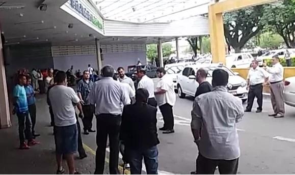 Protesto fechou acesso ao terminal rodoviário por cerca de uma hora (Foto: Arquivo Pessoal)