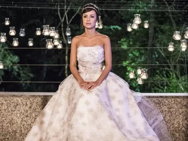 """Maria Clara usou um estilo princesa em """"branco off"""" (Foto: Divulgação/Gshow/TV Globo)"""