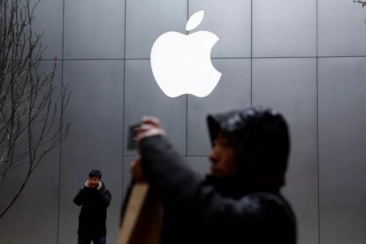 Apple confirma aquisição de negócio de modens para celular da Intel. — Foto: Thomas Peter/Reuters