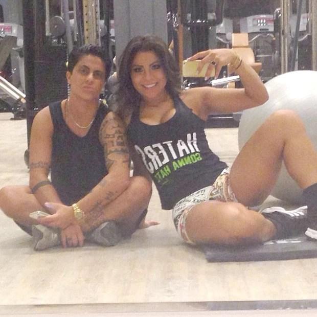 Thammy Miranda e a namorada, Alessandra Ferreira, em academia em São Paulo (Foto: Instagram/ Reprodução)