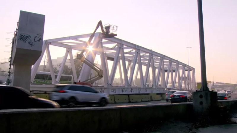 Estrutura que será içada neste fim de semana vai integrar o BRT Transoeste — Foto: Reprodução/TV Globo