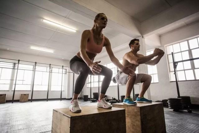 O treinamento funcional, conforme sugere o nome, se baseia em movimentos naturais e funcionais do corpo como correr, pular, agachar e puxar, entre outros. — Foto: Shutterstock