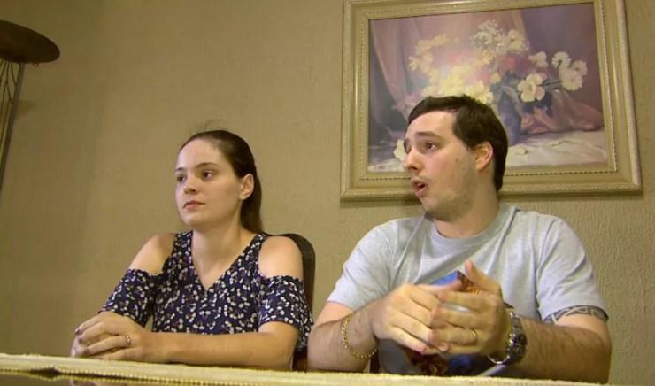 Emily Maganha e Guilherme Biagini, pais legítimos de Laura, criança usada por mulher que inventou gravidez para chantagear o ex-namorado (Foto: Carlos Trinca/EPTV)