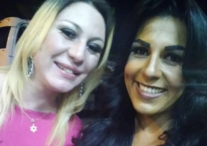 Giselle Rodrigues e Tháylla Castanha registraram boletim de ocorrência depois de serem impedidas de usar banheiro feminino em shopping. — Foto: Reprodução/Redes sociais