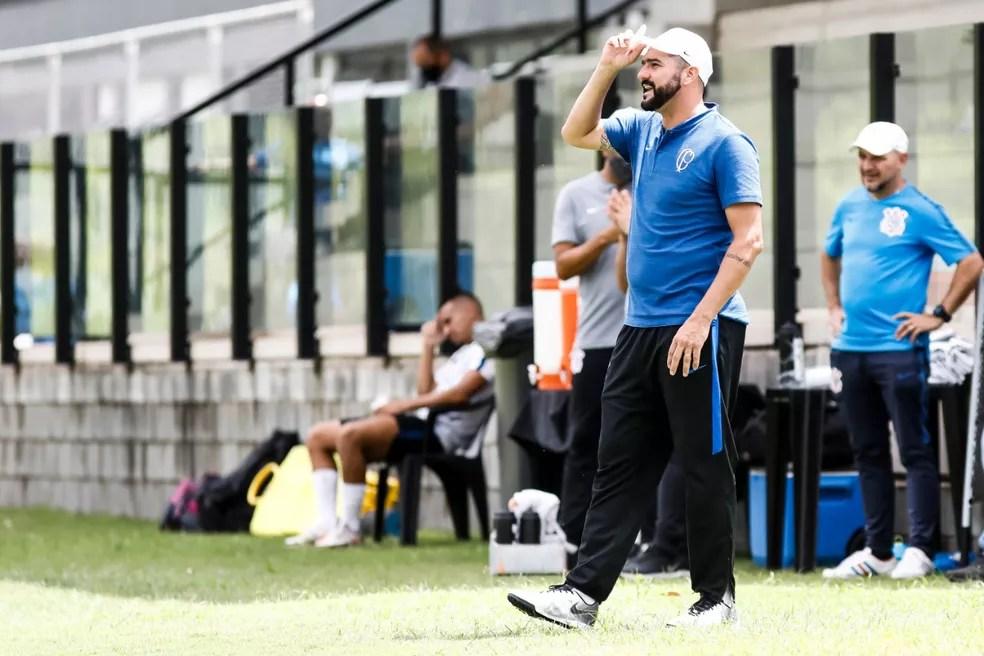 Ex-meia Danilo é o técnico do time sub-23 do Corinthians — Foto: Rodrigo Gazzanel / Ag.Corinthians
