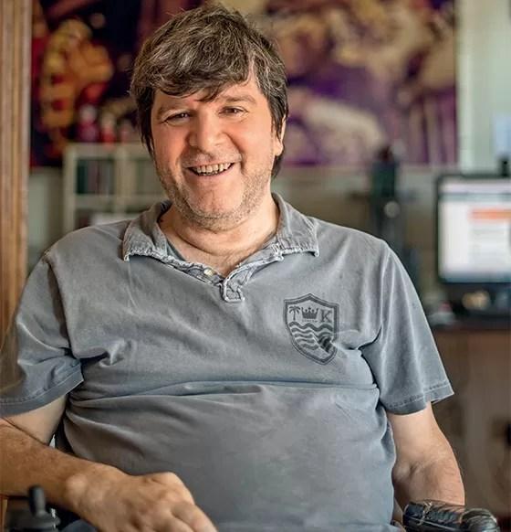 Marcados pela ditadura 1. O escritor Marcelo Rubens Paiva em seu apartamento em São Paulo (Foto: Ricardo Correa/ÉPOCA)